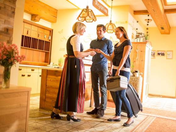Rezeption des Hotels Waldhof Muhr